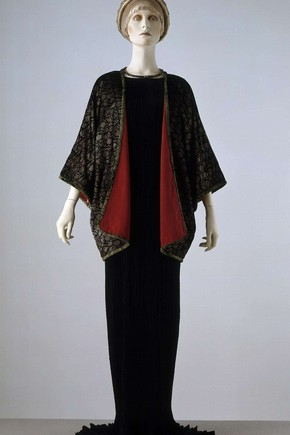 Delphos dress and evening jacket, Mariano Fortuny, about 1920. Museum no. T.423-1976 & T.424-1976