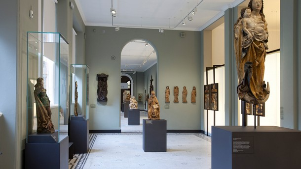 Sculpture 1300-1600, rooms 26 & 27