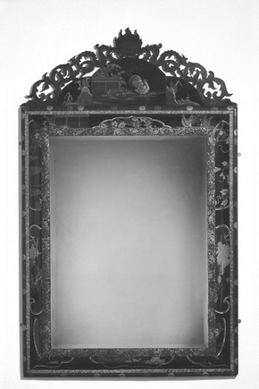 Figure 2. Mirror. Photography by V