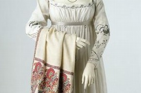 Gown, France, 1790s. Museum no. T.673-1913