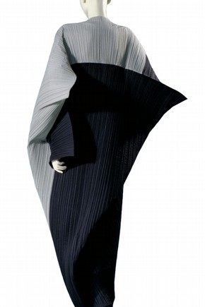 Dress, Issey Miyake, 1990. Museum no. T.231-1992.