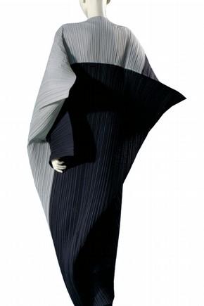 Dress, Issey Miyake, 1990. Museum no. T.231-1992.