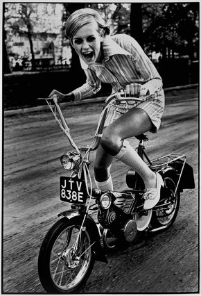 Ronald Traeger, Twiggy wears Twiggy Dresses, Battersea Park, London. Unpublished Fashion Study for British Vogue, Young Idea, July 1967, © Estate of Ronald Traeger/Vogue The Condé Nast Publications Ltd/Victoria and Albert Museum, London