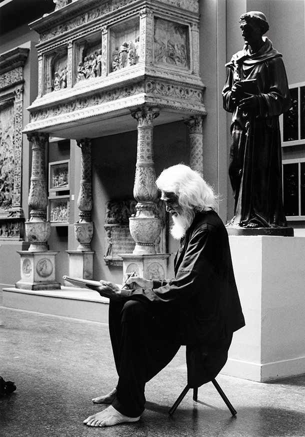 M.F. Husain in the Cast Courts at the V&A, 1990. © Victoria and Albert Museum, London