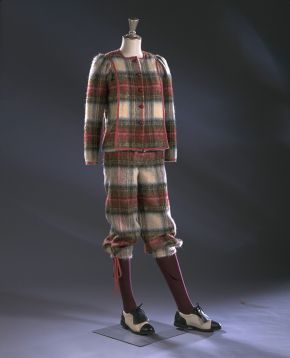 Boxy jacket and knickerbockers in brushed mohair wool