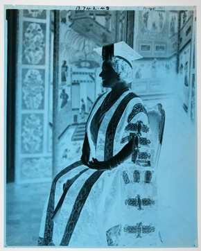 Figure 4 - Cecil Beaton, Queen Elizabeth the Queen Mother, acetate negative. Museum no. PH.4661-1987