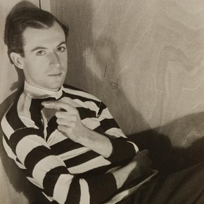 Cecil Beaton by Curtis Moffat, about 1930. Museum no. E.1557-2007, © Victoria and Albert Museum, London/Estate of Curtis Moffa