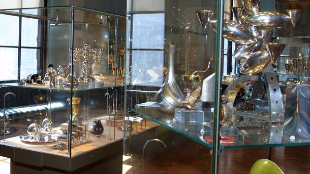 2006ak8947_modern_contemporary_silver_room68.jpg