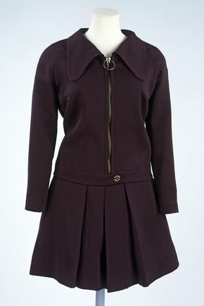 Skirt suit, Gerald McCann, 1968. Museum no. T.25-1979