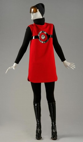 Cosmos day ensemble, Pierre Cardin, 1967. Museum no. T.75 to F-1974