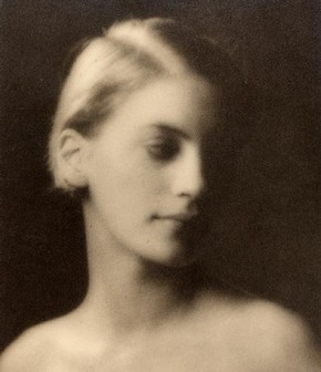Lee Miller, photograph by Arnold Genthe, about 1927. Museum no. PH.98-1984
