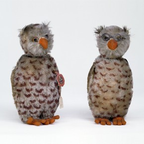 Two Owls Made by Schreyer & Co, 1930-9 Museum no. Misc.10-1978 V&A Museum of Childhood