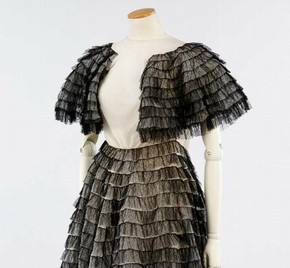 Black lace ball gown by Madeleine Vionnet. Museum no. T.378:1-2009