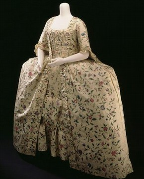 Gown, 1760-65. Museum no. T.593-1999. © Victoria and Albert Museum, London