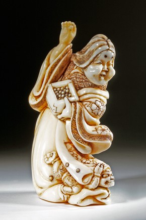 Netsuke depicting the goddess Ame no Usume no Mikoto, Japan, 1750-1850. Museum no. A. 743-1910