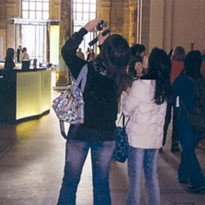 Image of V&A visitors © Jacqueline Wyatt