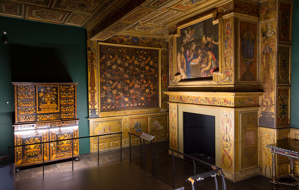 Panelled room from the Château de la Tournerie in north-west France, 1682-1694. Museum no. 881-1903, © Victoria and Albert Museum, London