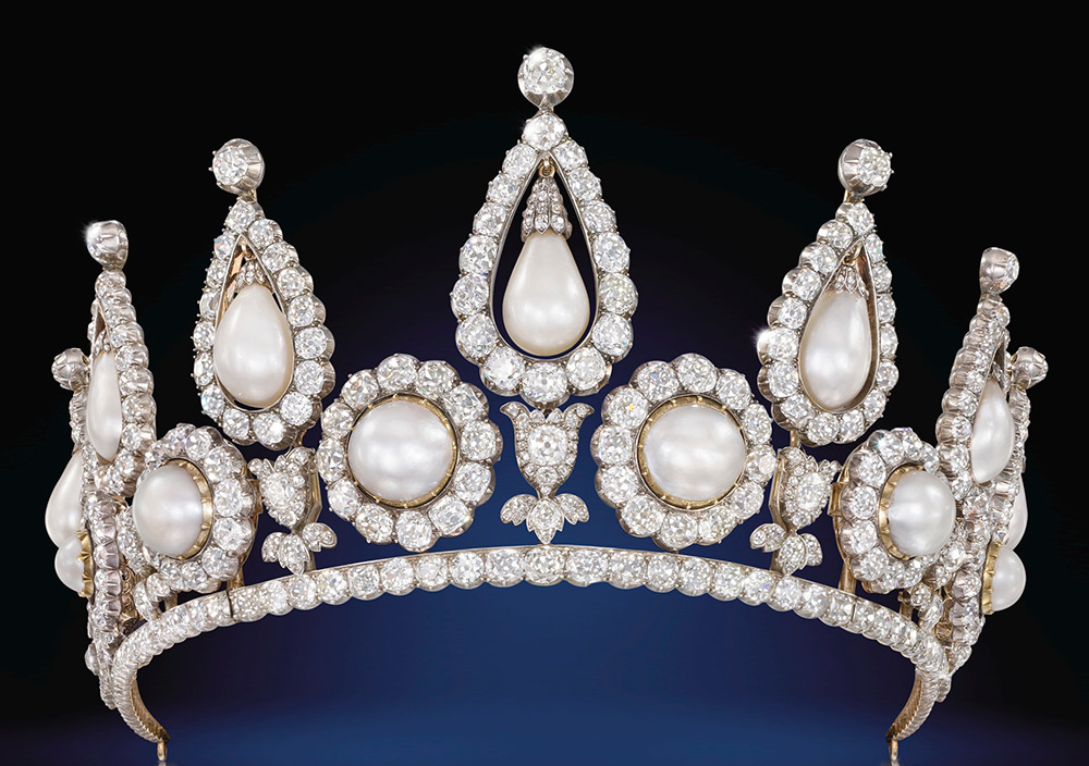The Rosebery Pearl and Diamond Tiara, London, 1878, gold, silver, diamonds, natural bouton pearls and natural drop-shaped pearls. Qatar Museums Authority. Photo © Christie's