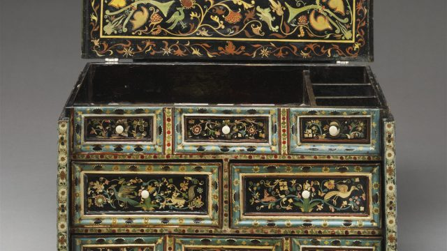 The V&A barniz de Pasto table cabinet (W.5-2015) © The Victoria and Albert Museum
