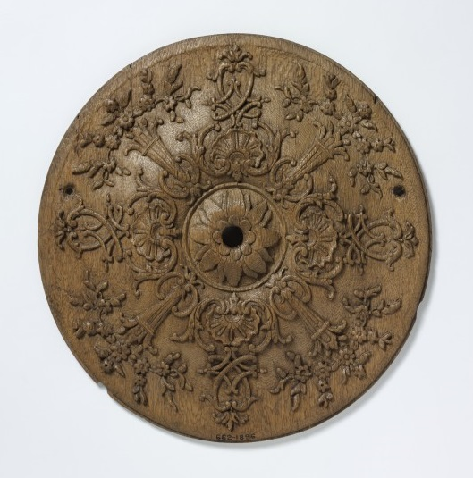Circular oak panel, hand-carved, French, 1700-1725 V&A 662-1896 © Victoria and Albert Museum, London