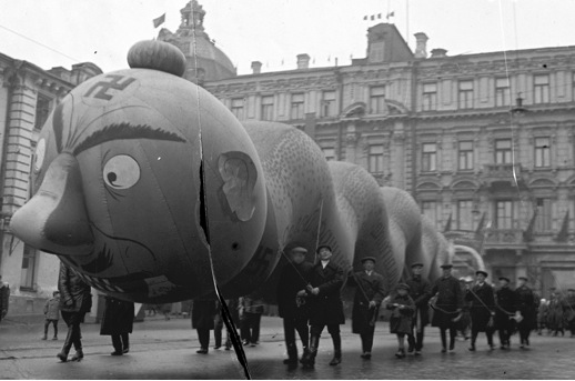 Moscow, 1934 Inflatable snake at the Red Square on the 17th Celebration of the October Revolution. Krasnagolsk Archive. Photographer unknown. (Courtesy Artúr van Balen Collection