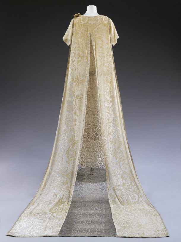 Debenham & Freebody dress worn by Erica Ferguson for her wedding in 1926 © V&A Collection