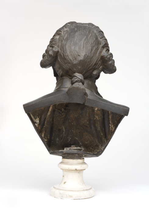 The back of the bust, showing Pigalle's inscription.