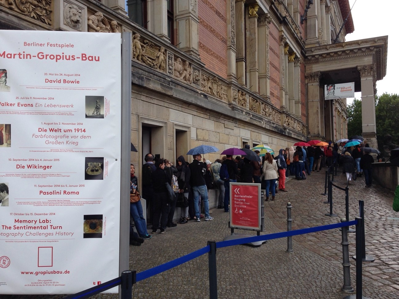 Queues at the Martin Gropius Bau to see the David Bowie exhibition.