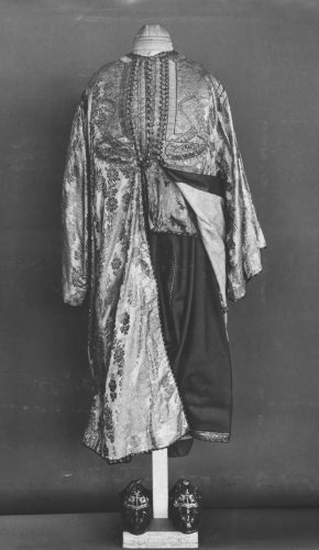 Moroccan woman's costume, 1800s, T.95-1928. Victoria and Albert Museum, London