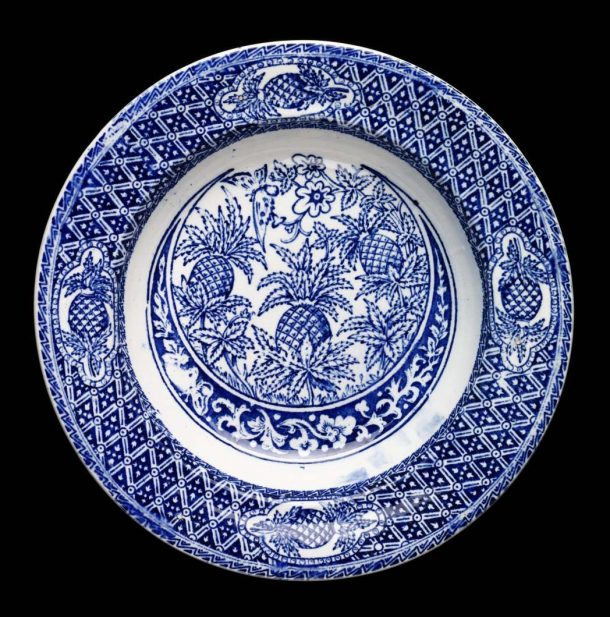 Plate with pineapple pattern