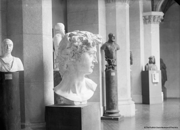 The plaster cast of the David's head. The Italian Court. Ca. 1920-1930.