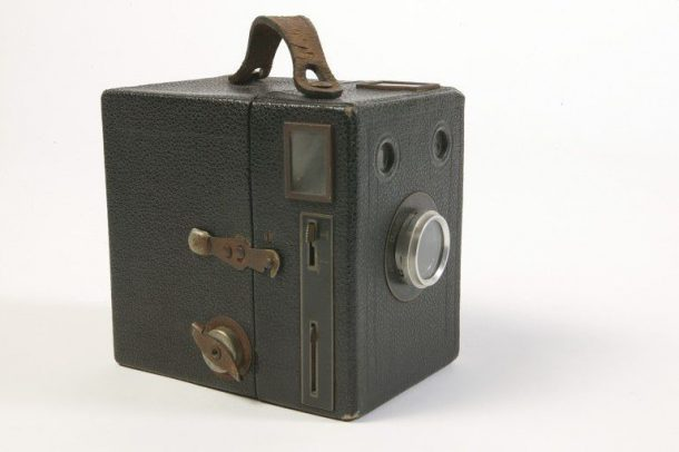 'Popular Brownie', camera, Kodak, Eastman Kodak Company, 1950-1959. Museum no. B.12-2004 © Victoria and Albert Museum, London