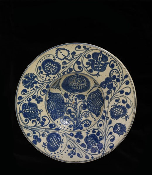 Dish, Romania, ca. 1700-1800, Museum no. 843-1901 © Victoria and Albert Museum, London