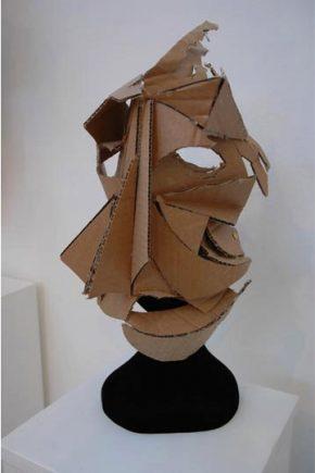 Mask made by a participant of the Laboratoire D'Etude Du Mouvement (LEM) © Donatella Barbieri