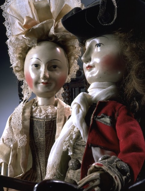 Lord and Lady Clapham, dolls, 1690–1700. Museum no. T.846-1974 and T.847-1974 © Victoria and Albert Museum