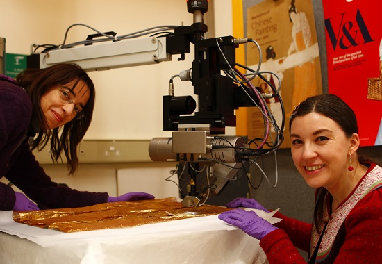 Lucia Burgio on the left and Elizabeth-Anne Haldane setting up the golden textile for EDXRF analysis © Mark Kearney