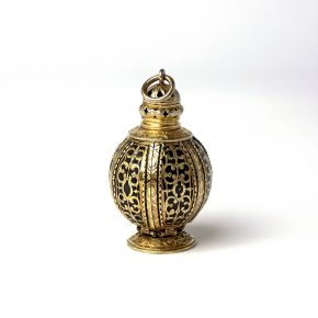Pomander Silver-gilt and niello, England, c. 1600–10 Höhe: 7 cm / Height: 7 cm (LOAN:GILBERT.578:1,2-2008)