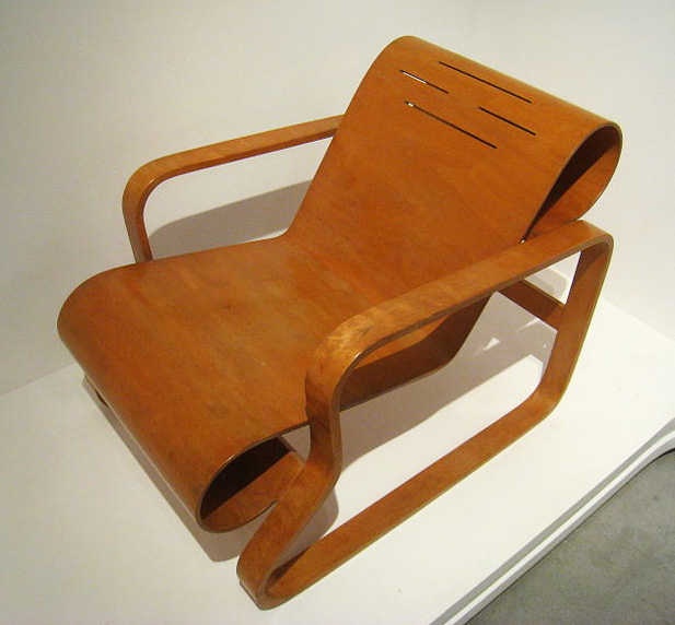Model No. 41 Lounge Chair, Alvar Aalto (designer), Huonekalu- ja Rakennustyötehdas Oy  (manufacturer), 1931-32, plywood, laminated birch, solid birch © Wolfsonian-Florida International University Museum
