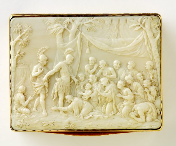 The front panel of the snuffbox.