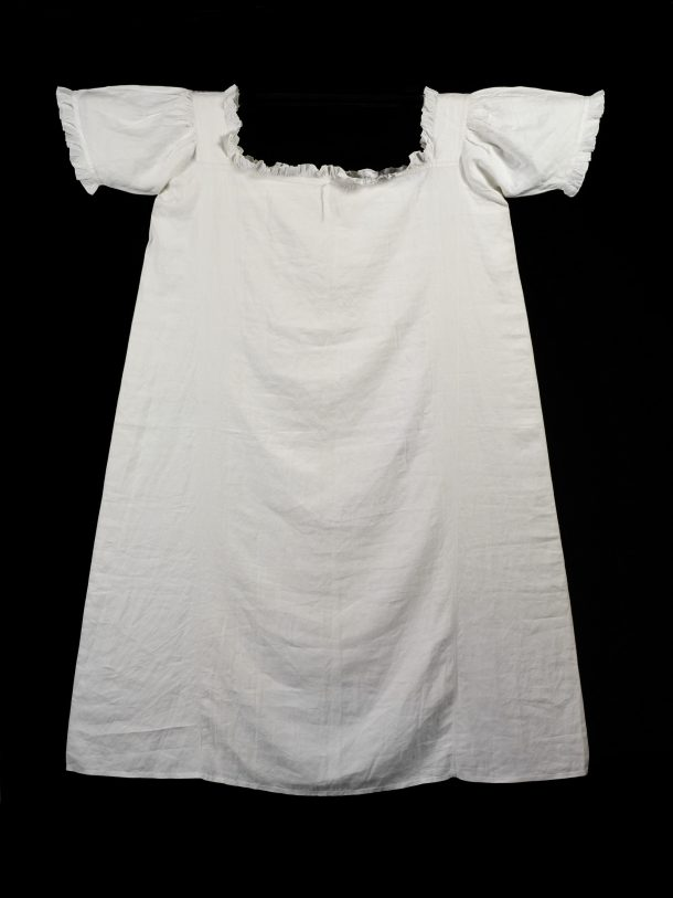 T.148-1961 Chemise Unknown possibly Great Britain 1851 Linen, trimmed at the neck with muslin frill
