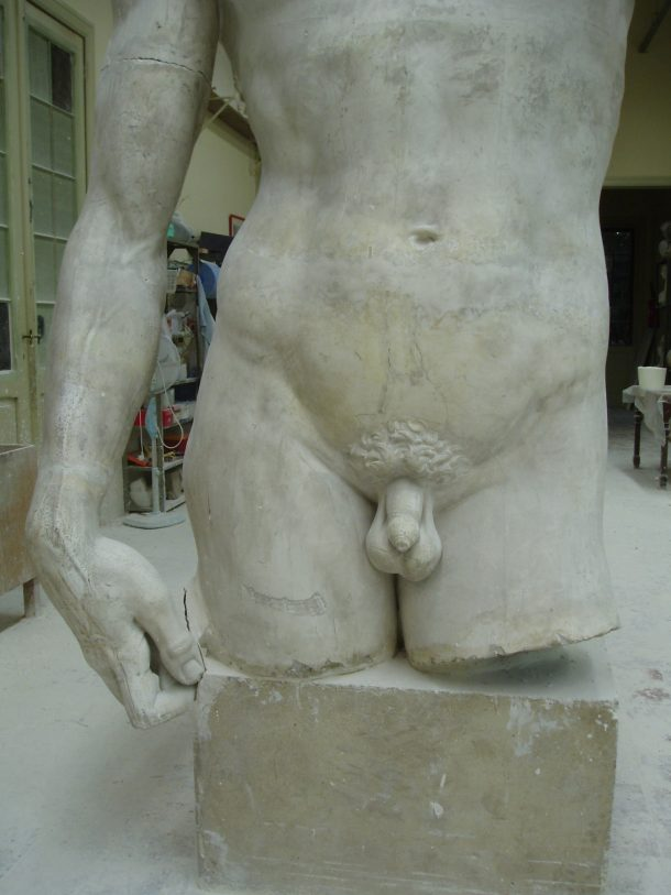 A closer look of the lower part of the plaster cast ©KMKG-MRAH, Brussels