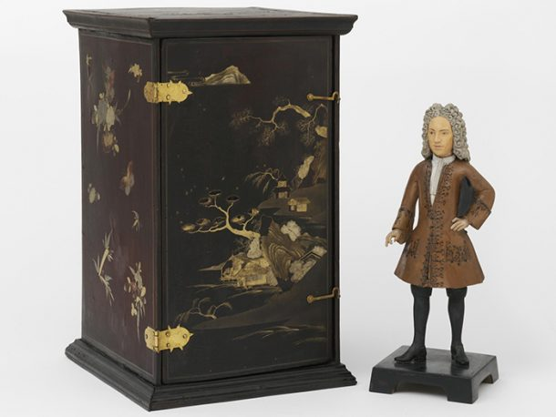 Figure and box, about 1710-1725, China. Museum no. FE.32 to B-1981, © Victoria & Albert Museum, London