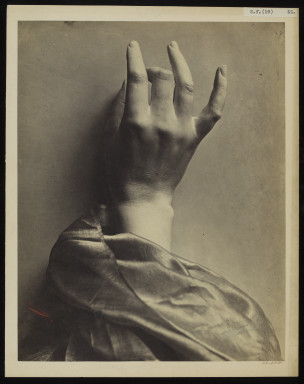 42588 Main Drapée; Albumen print of a sculpture of a hand by Adolphe Bilordeaux, 'Main Drapée', 1864