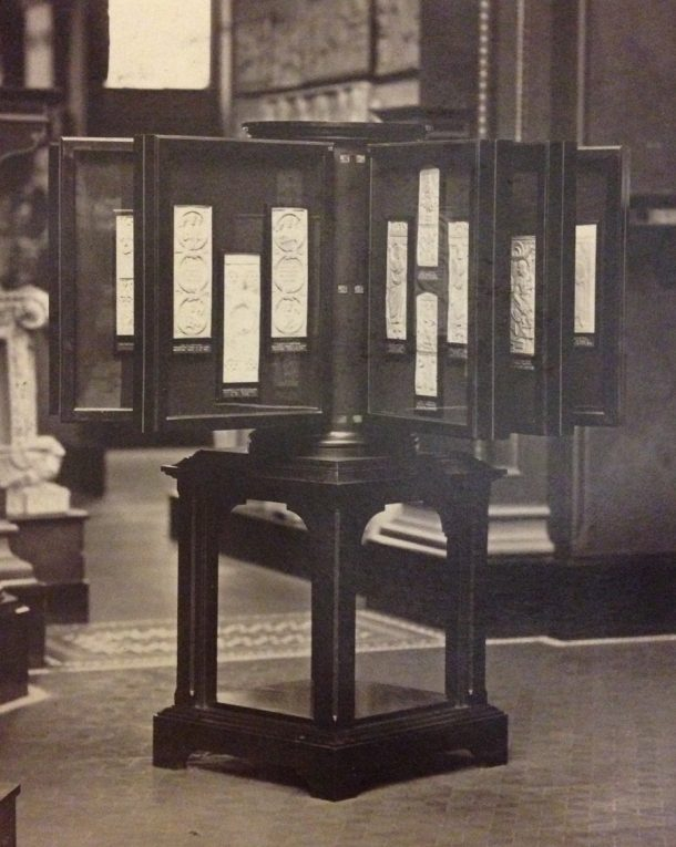 Pillar stand with rotating frames for showing ivories and thick objects, V&A Archive, MA/32/26, neg 8940. © Victoria and Albert Museum, London