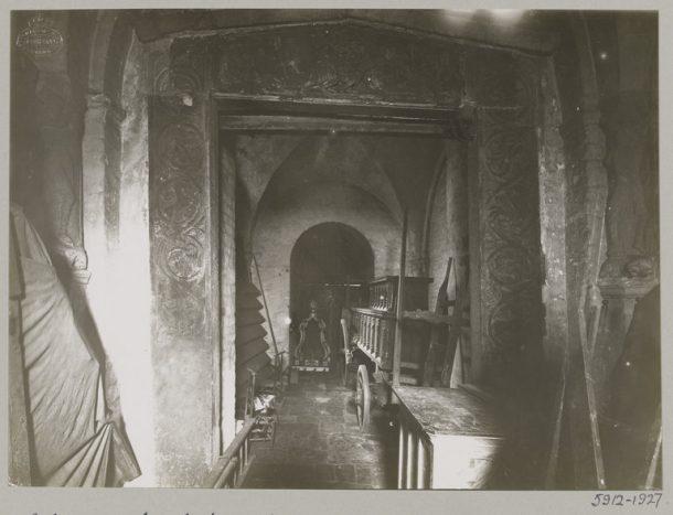Historic image of the original lintel in situ, Collegiate Church of St. Gertrude, Nivelles, 1927. © Victoria and Albert Museum, London.