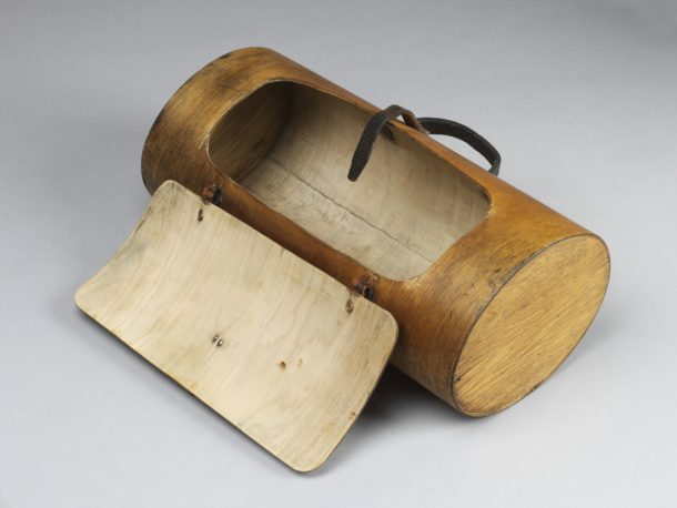 Bag made of moulded birch plywood. Probably used as a handbag or lunchbox. Manufactured by Luterma in Estonia in about 1930.