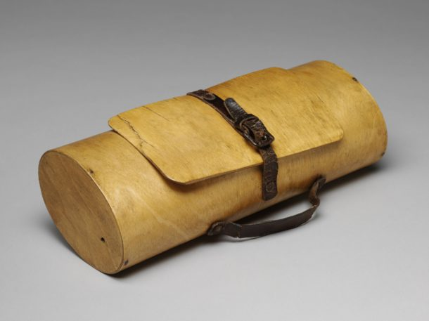 Small bag made of moulded birch plywood. Possibly used as a handbag or for collecting botanical specimens. Manufactured by Luterma in Estonia, about 1930.