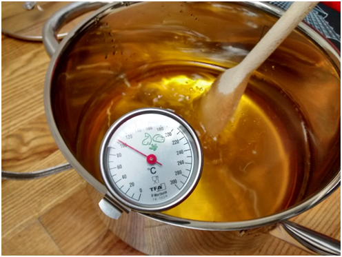 Heating the linseed oil to 200 °C