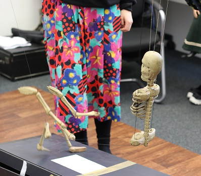 tricky mechanisms of the Skeleton puppet