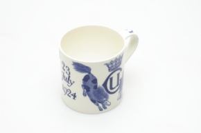 "Queens ware mug, commemorate the wedding of Lady Ursula Grosvenor, designed by Susannah Margaretta ""Daisy"" Makeig Jones, 1924 © Wedgwood Museum"